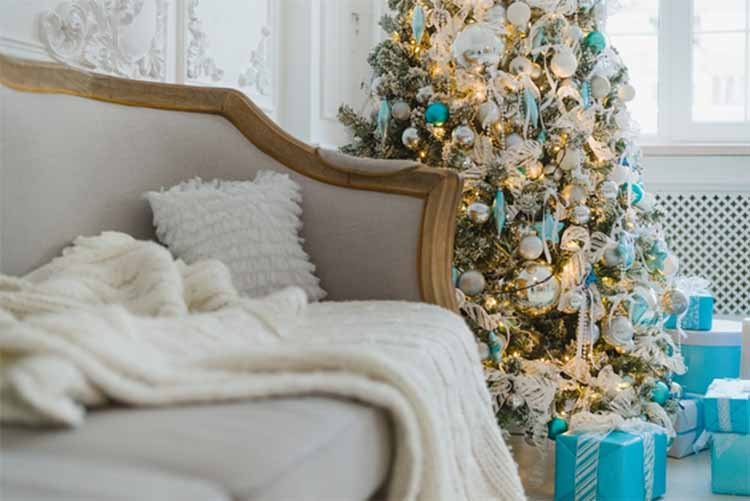 The Ultimate Guide to Decorating Your Home for the Holidays-4