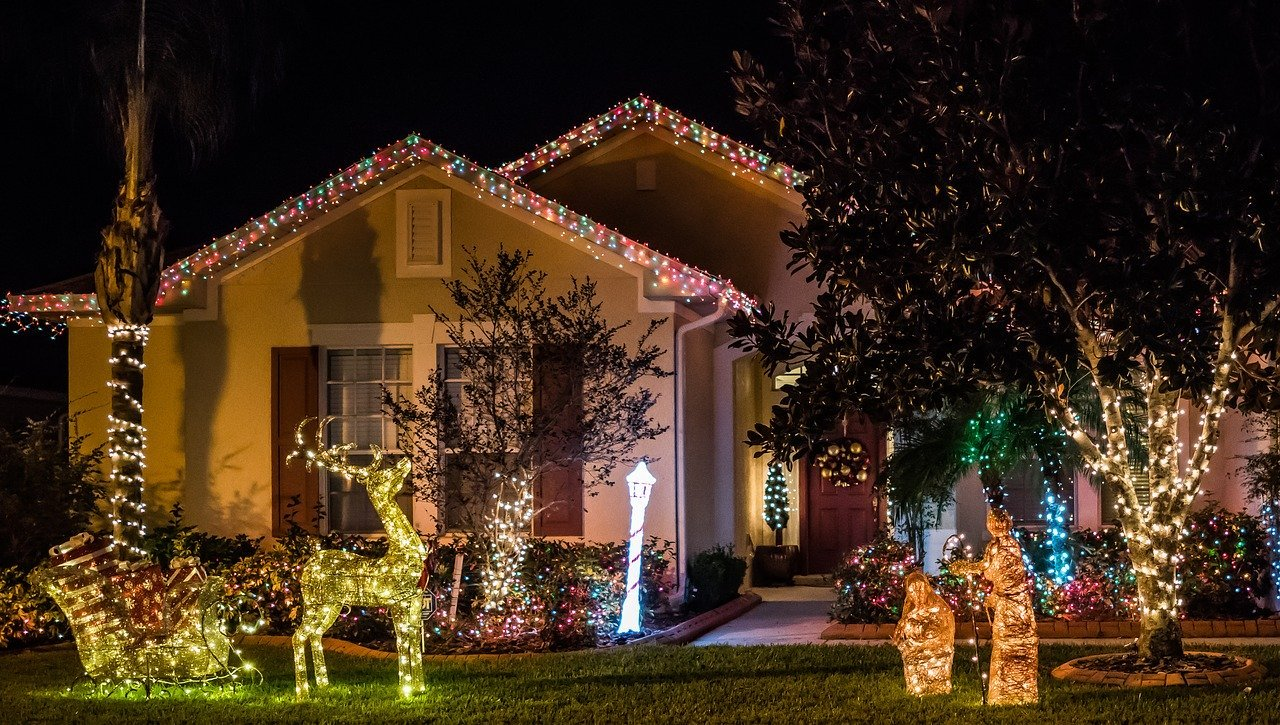 5 Ways to Keep Your Home Safe When You're Away for the Holidays