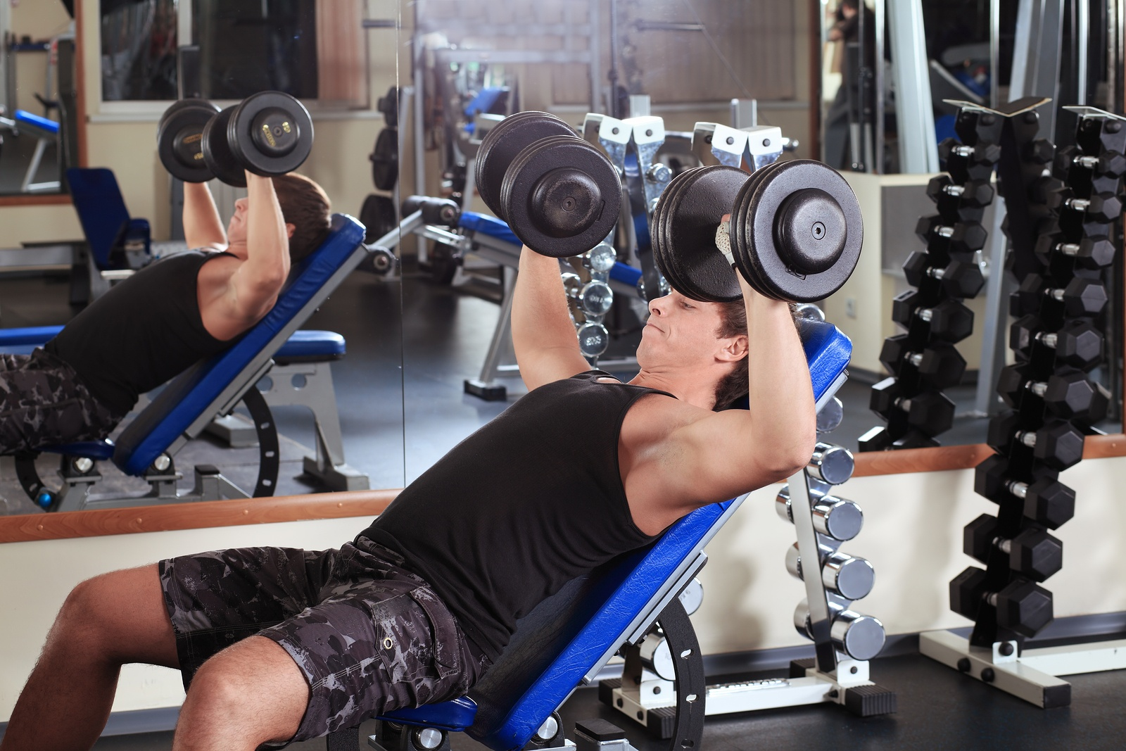 bigstock-Sporty-man-in-the-gym-centre--13155485.jpg